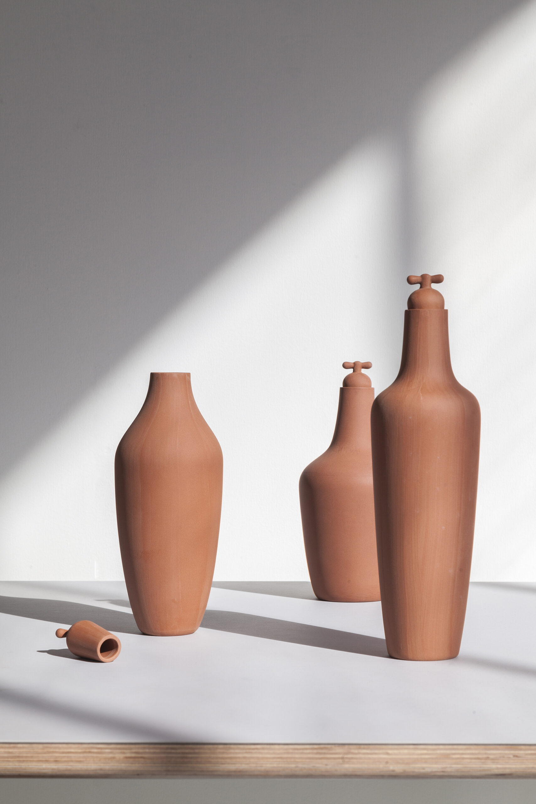 Tap Water Carafe by Lotte de Raadt (setting, image by Vij5) 01